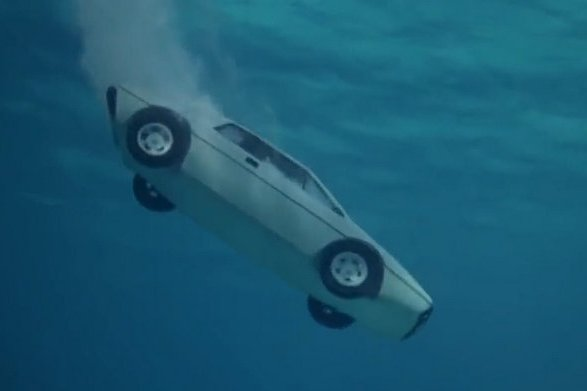 lotus-espirit-james-bond-underwater-car-02-5124b369cdee8db631ff41fca362d50fc2839643