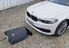 P90256391_highRes_bmw-wireless-chargin.jpg