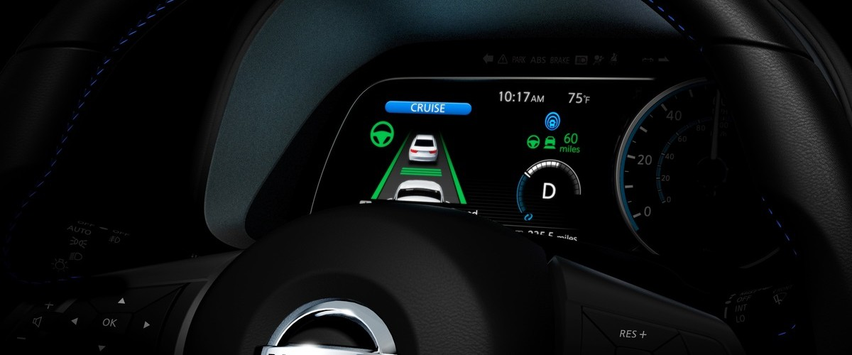 2018-Nissan-LEAF-teaser-dashboard-steering-wheel.jpg